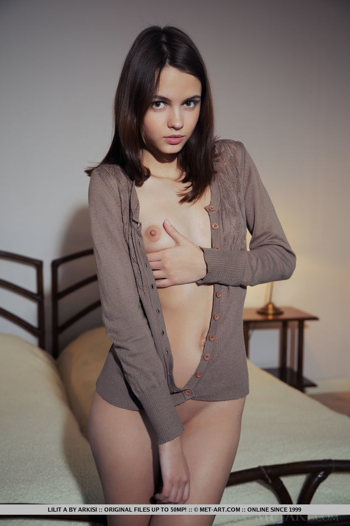 naked young woman hot