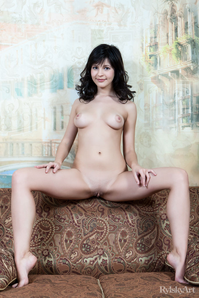 hot dark haired woman nude