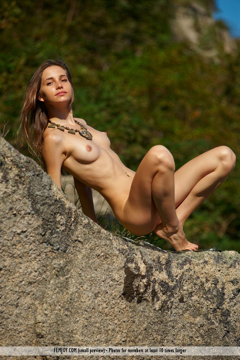 woman posing naked on hillside hot girls db
