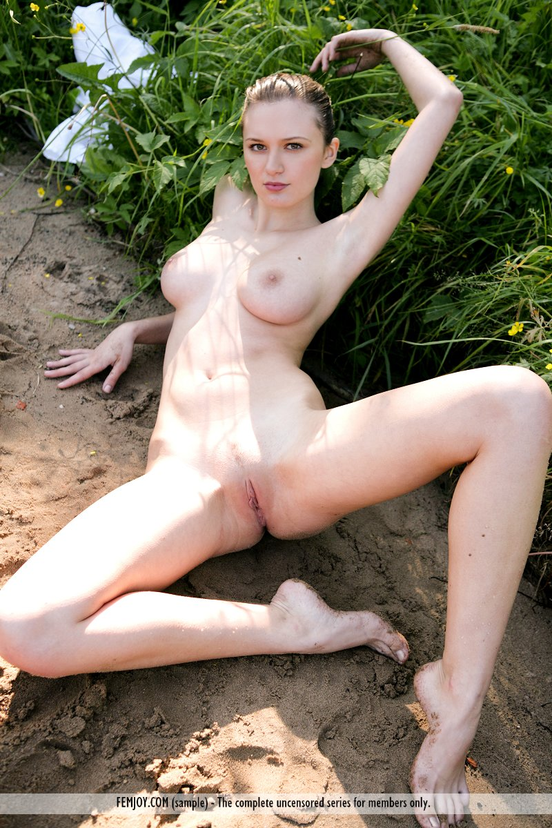 White girl nude model